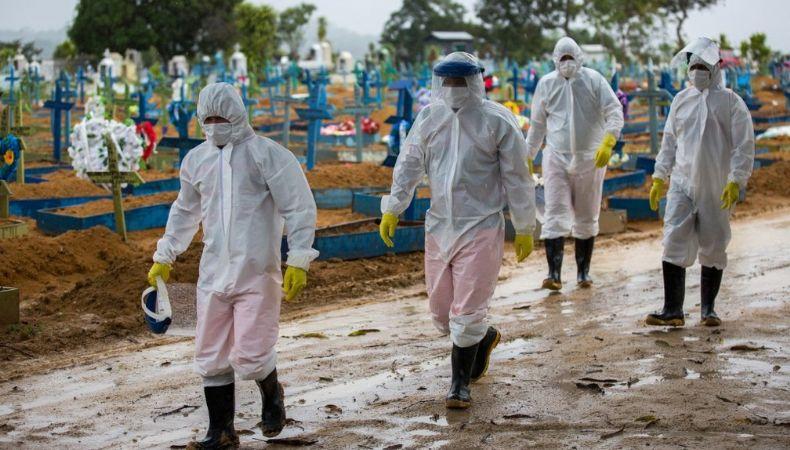 Brasil tem 30.484 mortes por Covid-19 em fevereiro, 2º maior número em toda a pandemia (Crédito: Michael Dantas/AFP)
