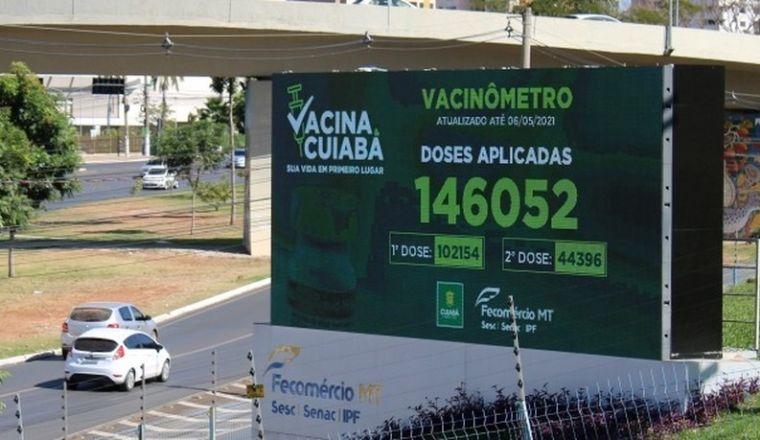 Cuiabá instala vacinômetro que vai mostrar dados de aplicação da 1ª e 2ª dose (Crédito: Fecomércio-MT)