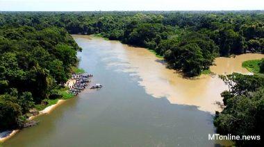 Autoridades constatam invasão das águas poluídas no Guaporé